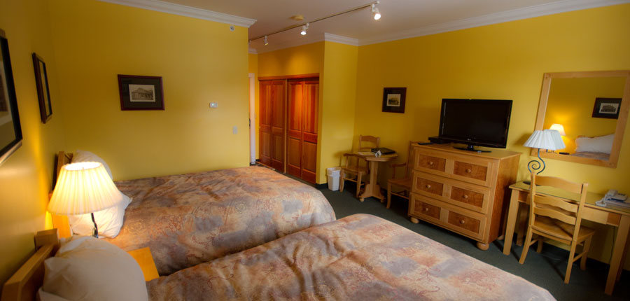 canada_fernie_park_place_lodge_bedroom2.jpg